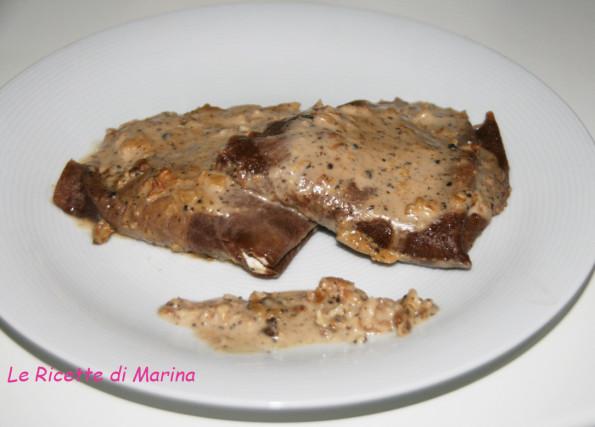 crepes al cacao con salsa alle noci