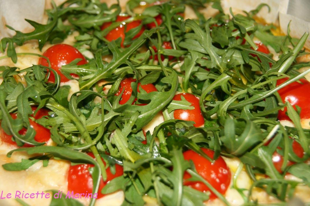 Pizza provola pomodorini e rucola