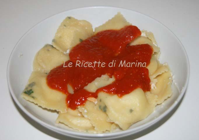Ravioli con ricotta e rucola, ricetta con pasta fresca senza uova