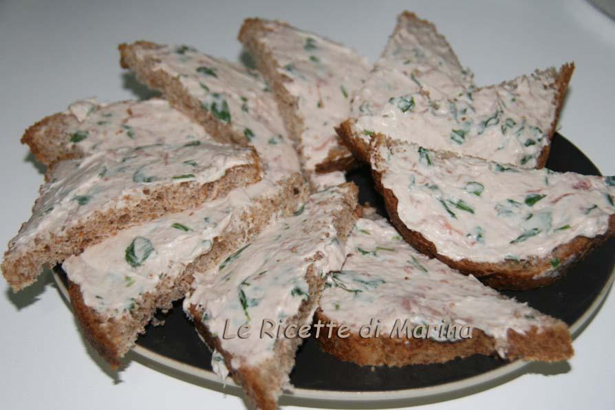 Pane integrale con mousse di formaggi, ricetta antipasto