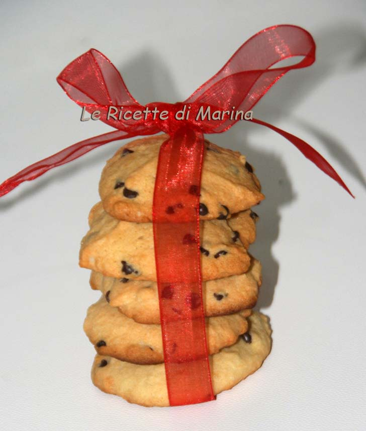 Biscotti con gocce di cioccolato e rum