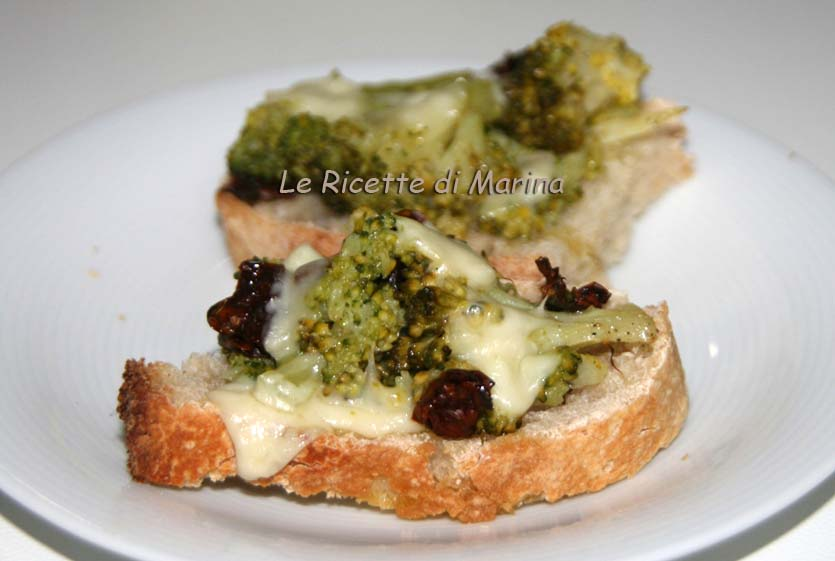 crostoni con broccoli