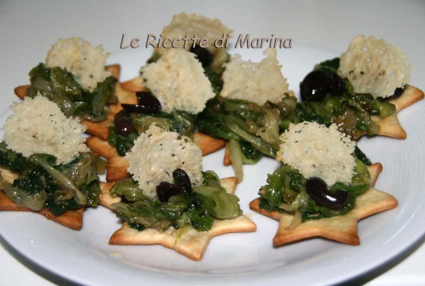 Scarole fritte con cialda di parmigiano su stella di pasta brisè