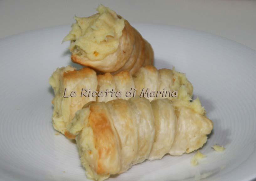 Cannoli di sfoglia con crema di baccalà e patate