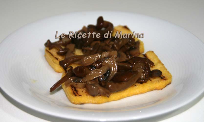 Crostoni di polenta e funghi al tartufo