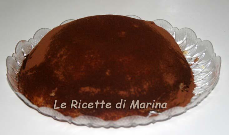 Cupola di pandoro con crema di ricotta e torrone