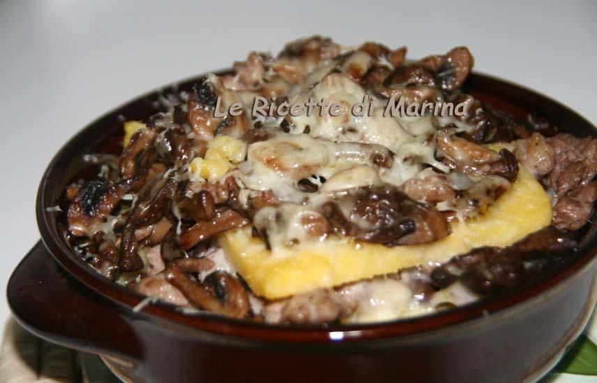Terrina con polenta funghi e formaggio