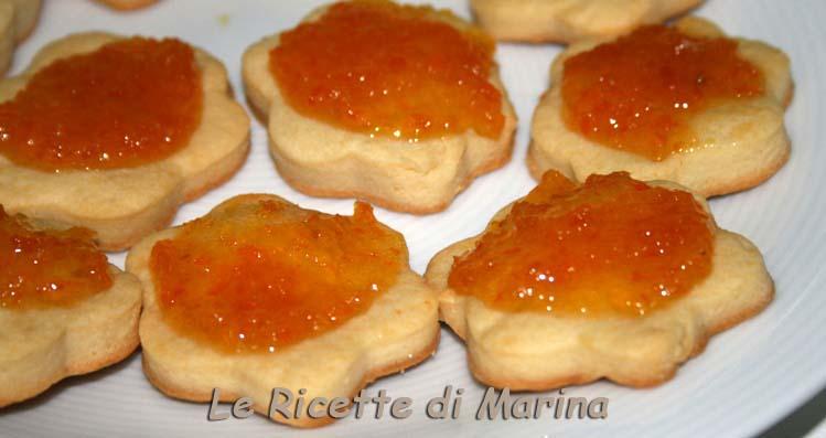 Biscotti al formaggio e marmellata
