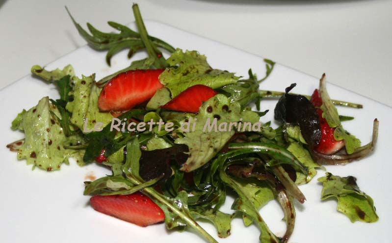 Insalata con fragole al balsamico