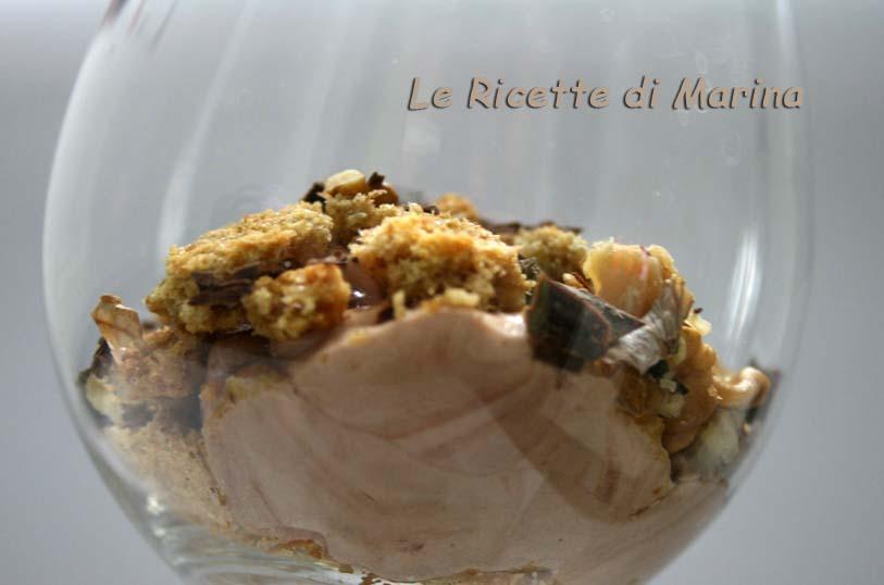 Crema di mascarpone con crumble e noci