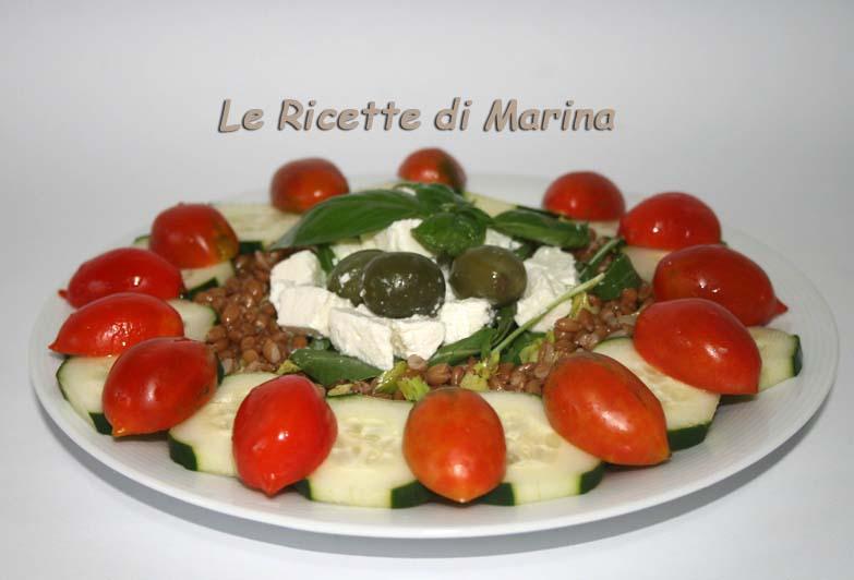 Insalata di farro con feta e pomodori (alla greca)