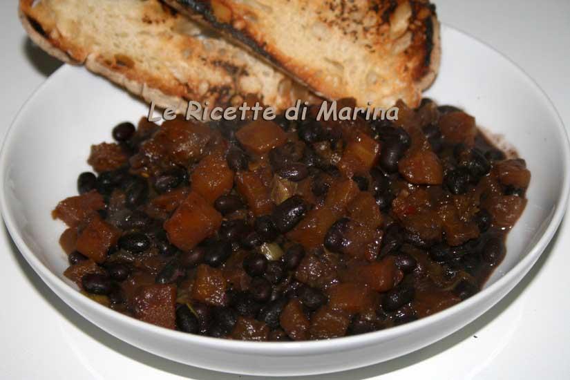Zuppa di zucca e fagioli neri