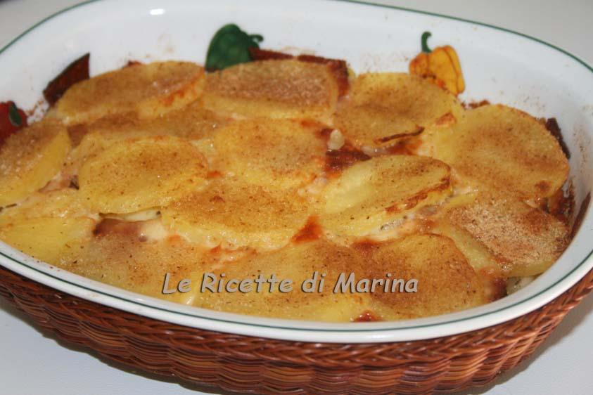 Patate con speck e formaggio al forno