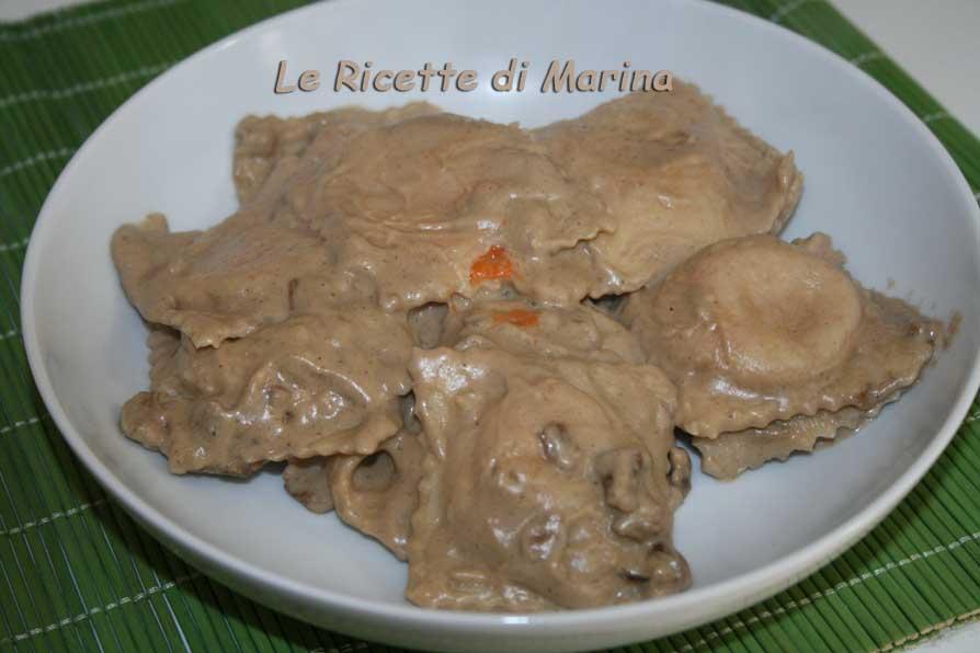 Ravioli alla zucca con crema di porcini