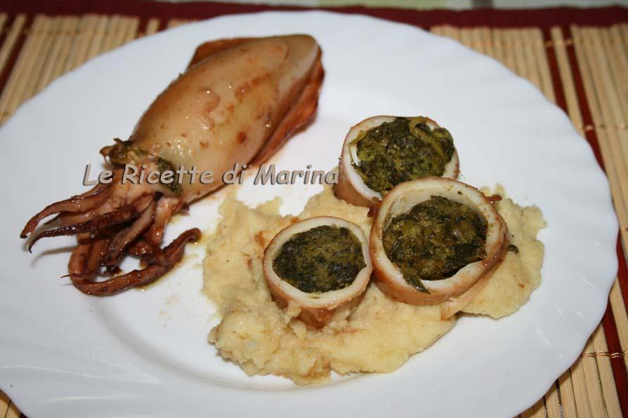 Calamari ripieni con broccoli e scamorza su letto di patate