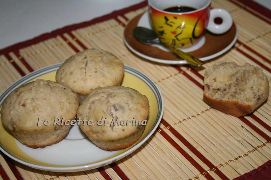 Muffin alle noci con yogurt e miele