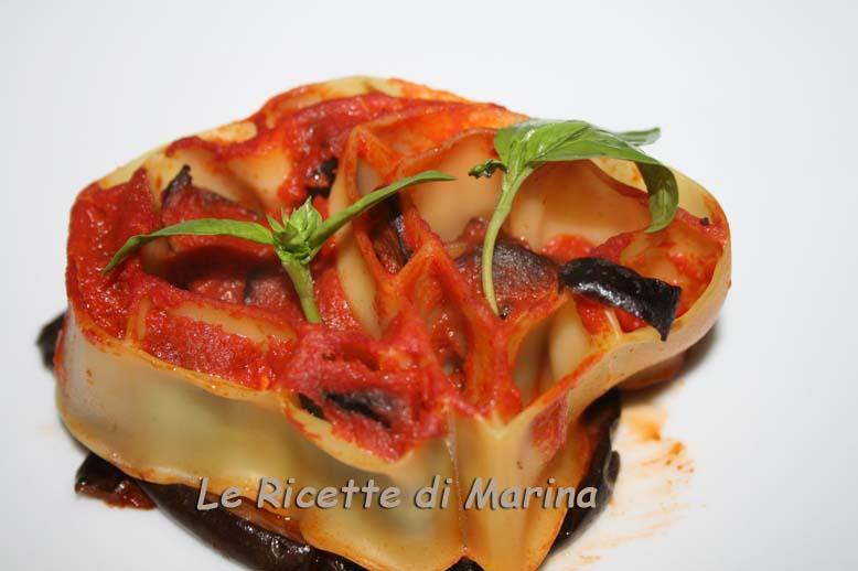 Cuori di pasta con formaggio e melanzane