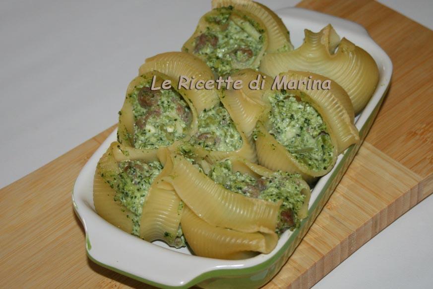 Conchiglioni ripieni con broccoli ricotta e salsiccia
