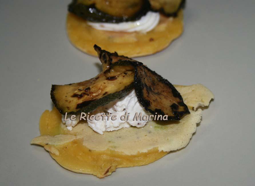 Mini pancake salati con mousse di formaggio e porcini