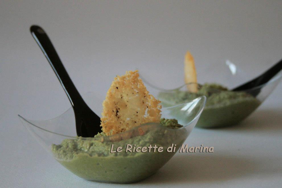 Crema di fave con cialde al parmigiano