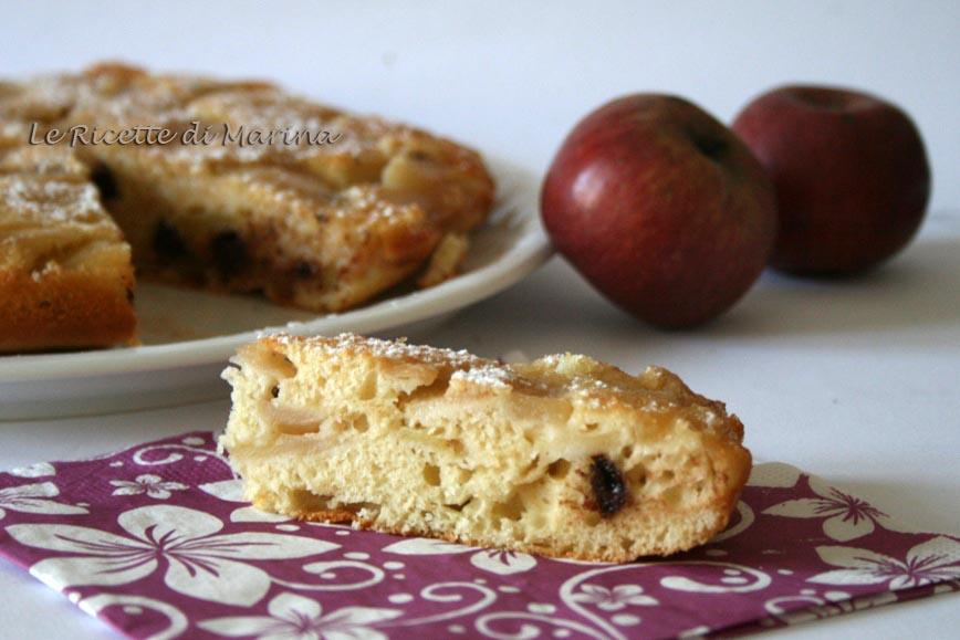 Torta di mele rovesciata con gocce di cioccolato