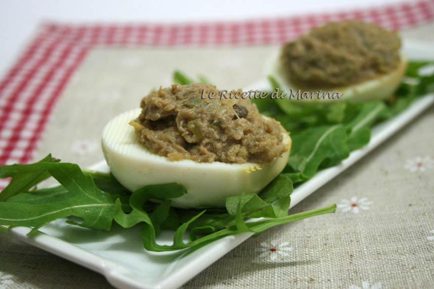 Uova sode ripiene di patè di carciofi