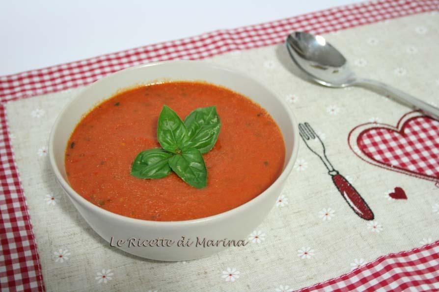 Zuppa fredda di pomodori e peperoni