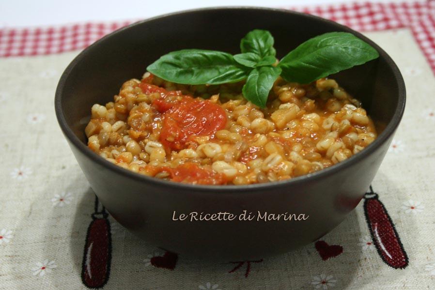 Zuppa di pomodoro e legumi