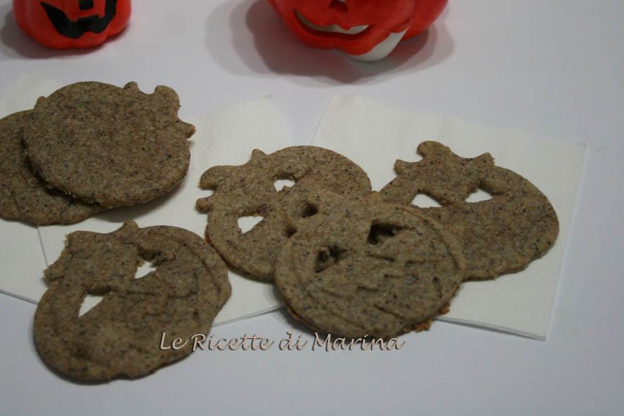 Biscotti salati con grano saraceno a forma di zucca, ricetta per Halloween