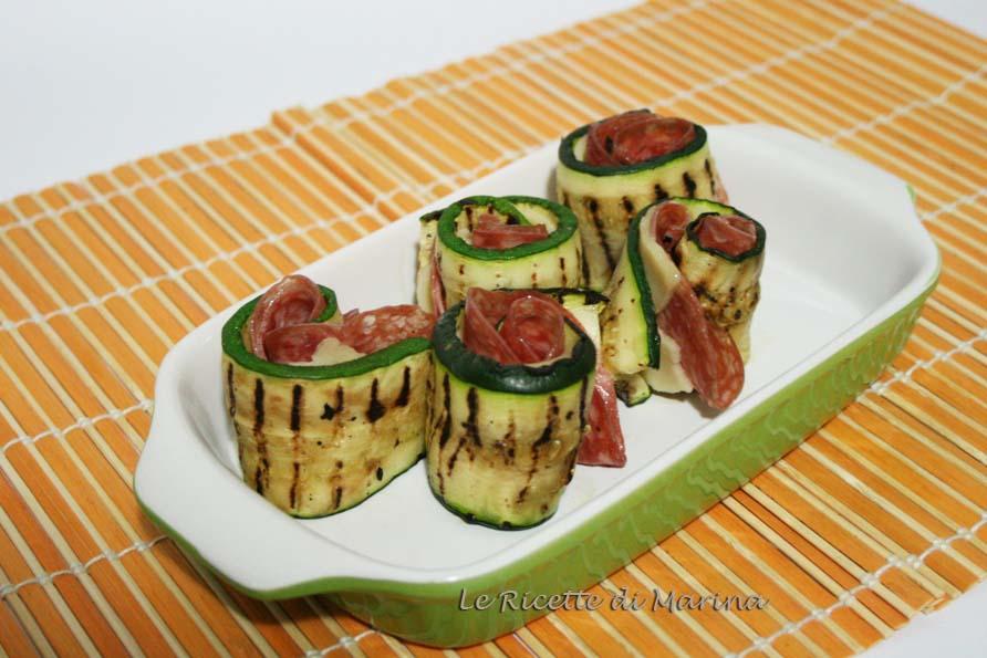 Rotolini di zucchine con scamorza e salame