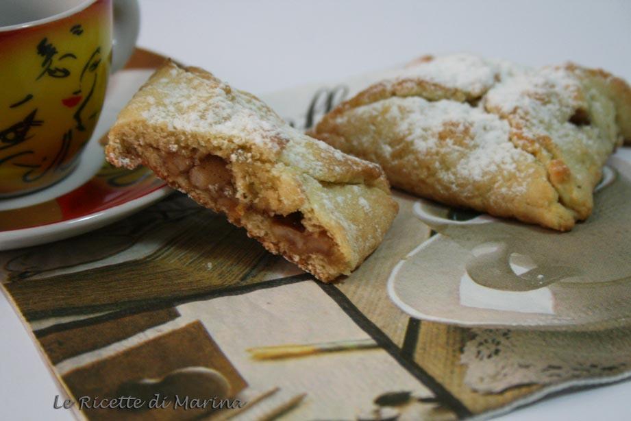 Fagottini di pasta frolla con mele e mandorle