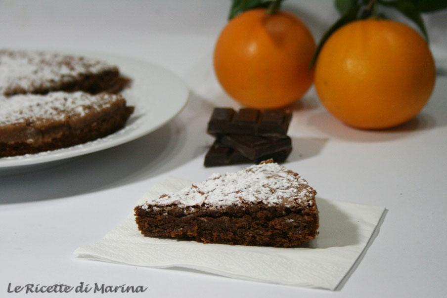 Torta morbida alle mandorle, cioccolato e arance