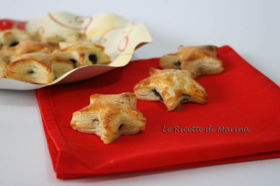 Stelle di sfoglia ripiene di patè di olive