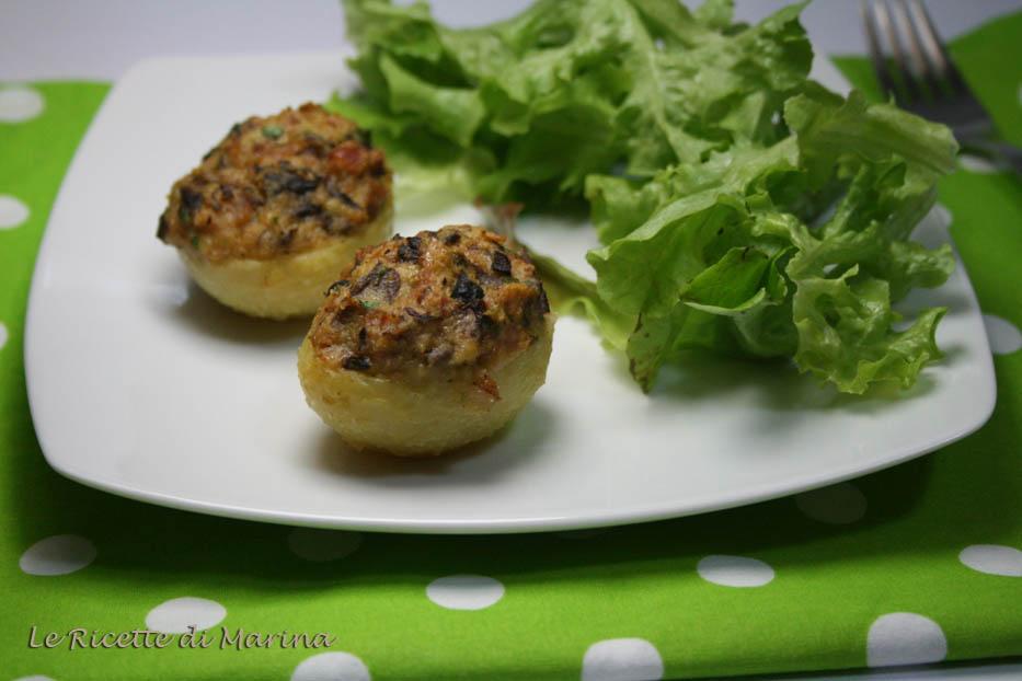 Patate ripiene con funghi e prosciutto