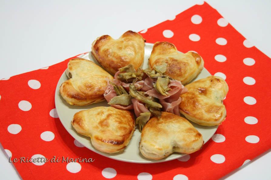 Cuori di sfoglia con patate e carciofi