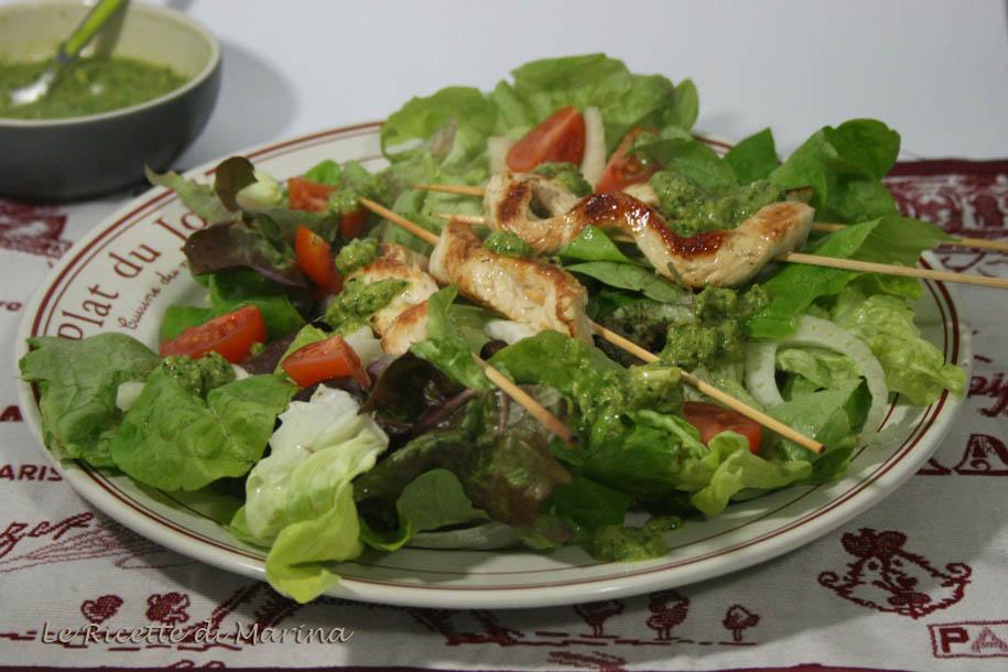 Spiedini di pollo con salsa alla rucola