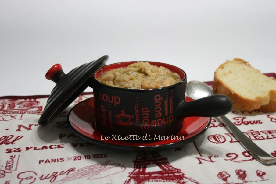 Zuppa di verza e fagioli con salsiccia