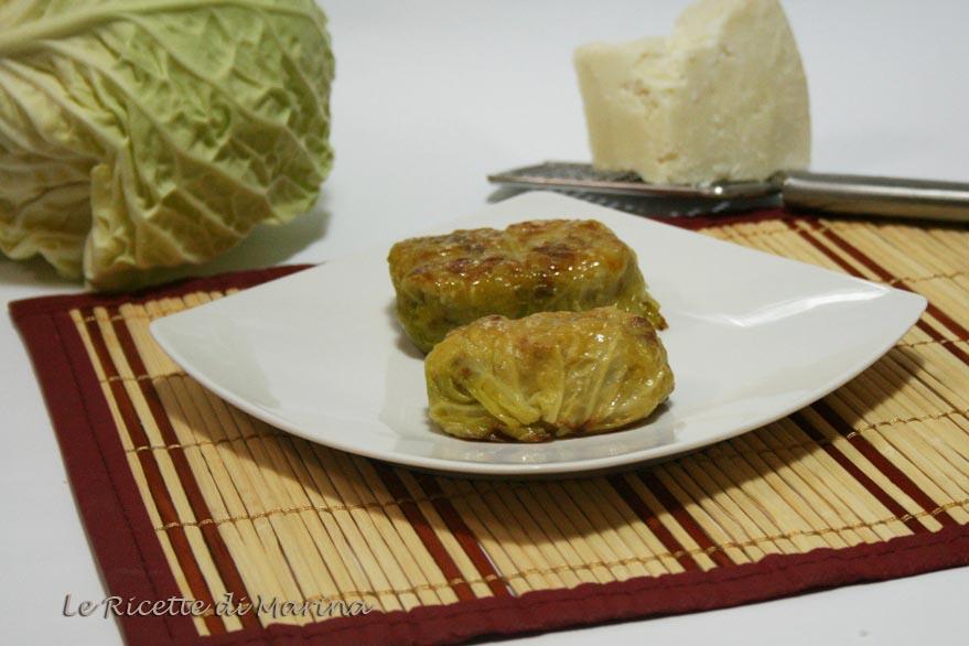 Bauletti di verza ripieni di riso e salsiccia
