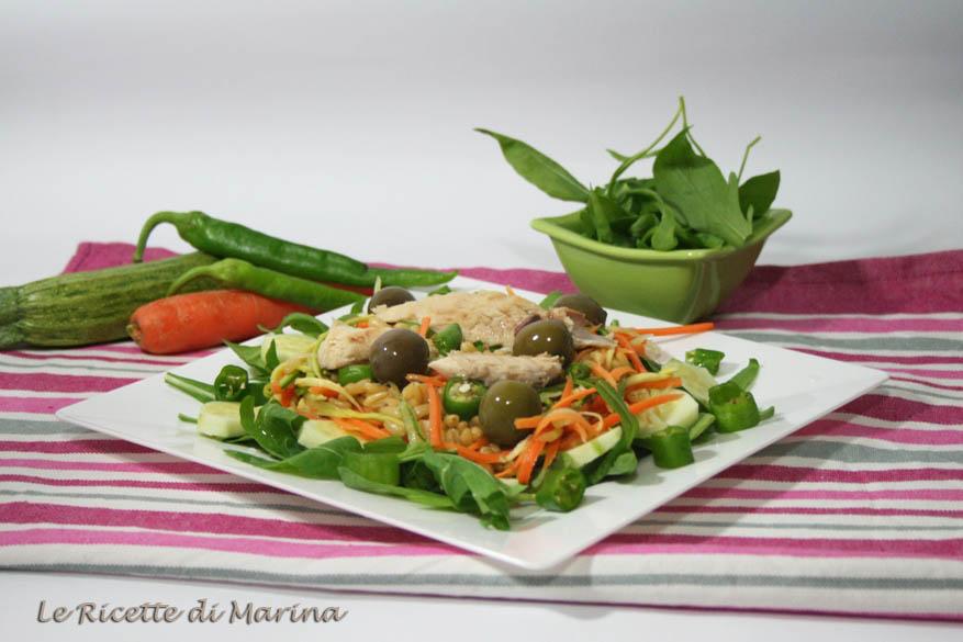 Insalata di kamut con sgombro e verdure crude