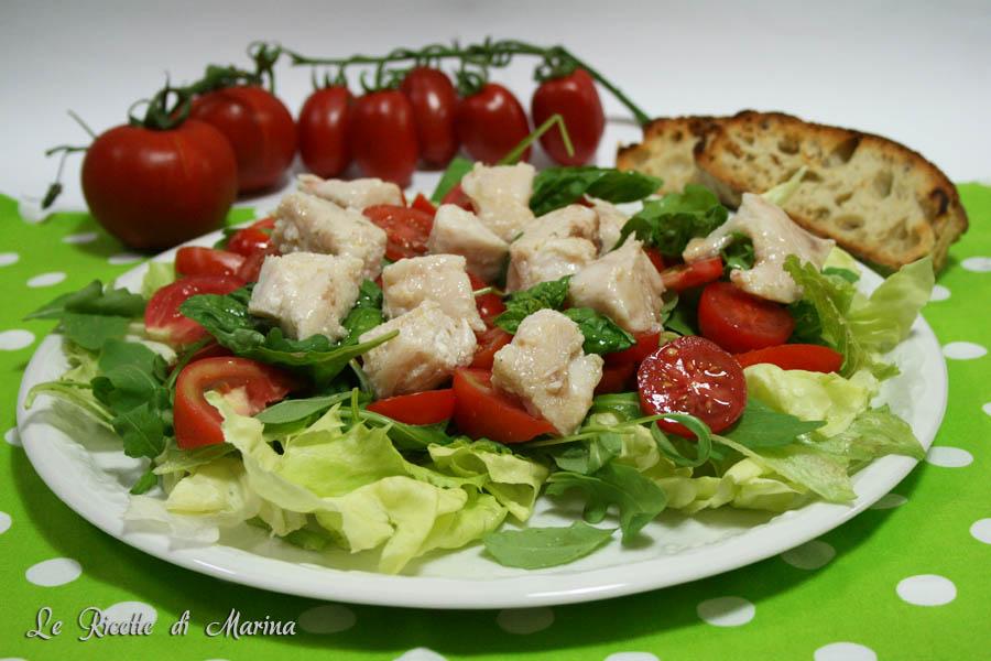 Insalata di pesce e pomodori