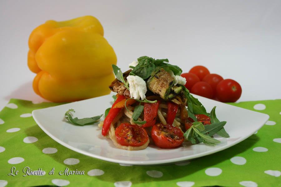 Insalata di pasta con crema di melanzane e verdure grigliate