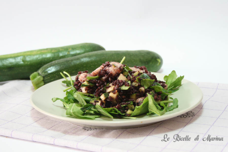 Insalata di riso venere con zucchine e gamberetti