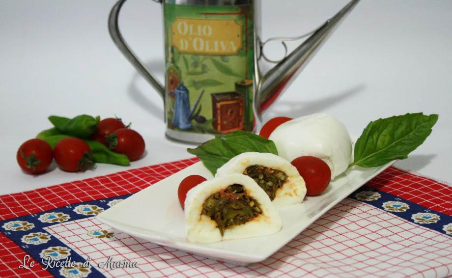 Mozzarella ripiena di peperoncini verdi