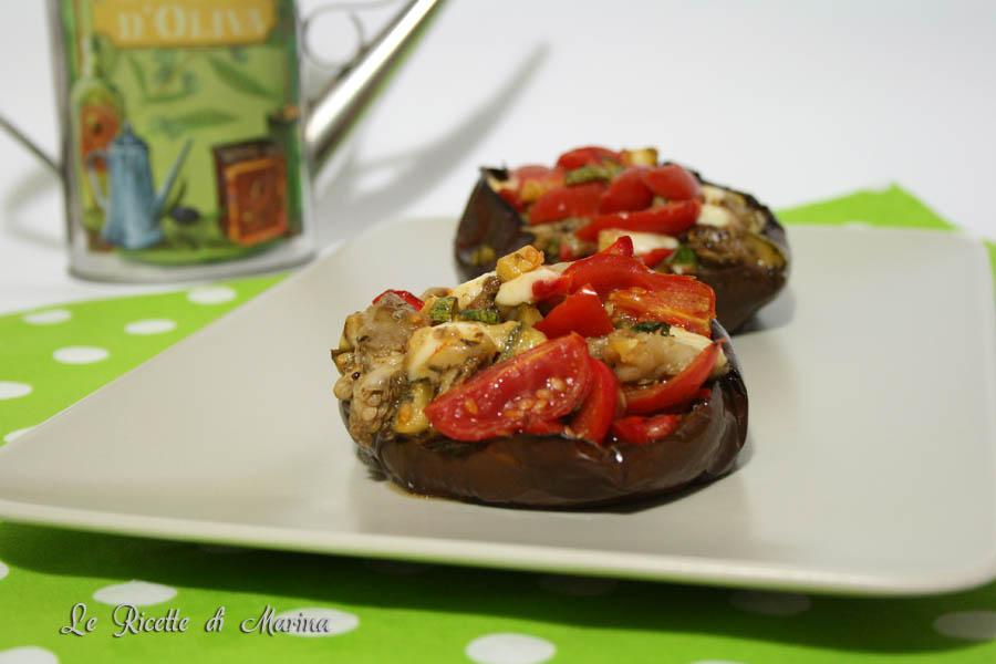 Barchette di melanzana con caponata di verdure