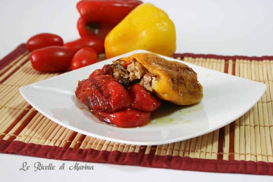Peperoni ripieni con olive capperi e pomodorini