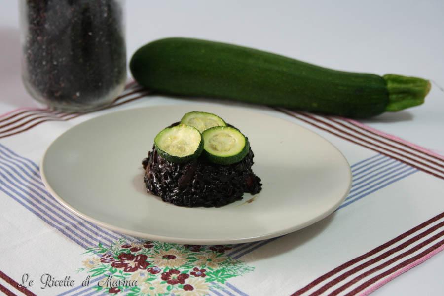 Sformatino di riso venere con zucchine e gamberetti