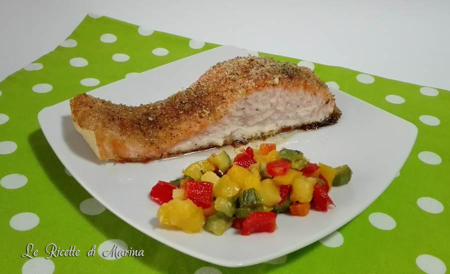 Salmone al forno con dadolata di verdure
