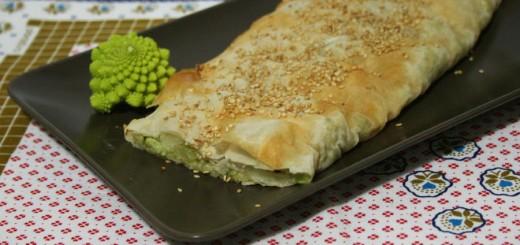 Strudel salato con cavolo romanesco e gorgonzola
