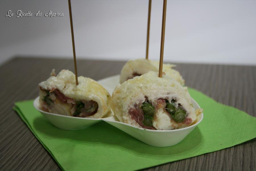 Rotolini di frittata con asparagi