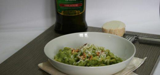 Pasta con crema di asparagi e ricotta